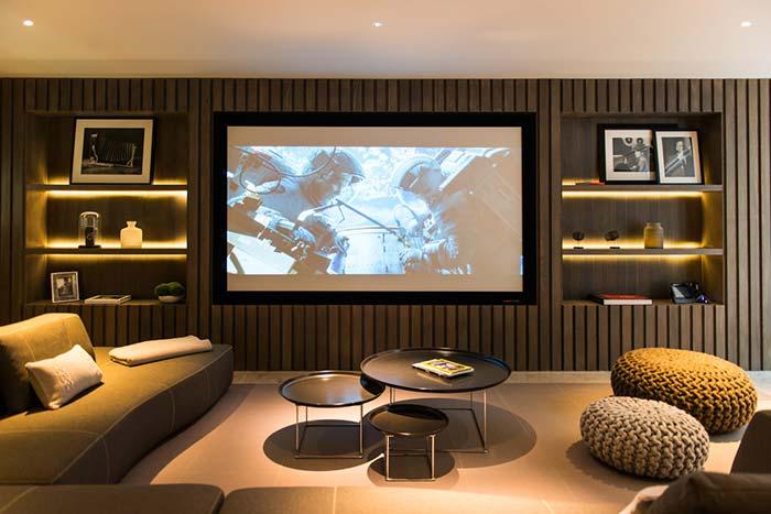 Painel central no cinema em casa