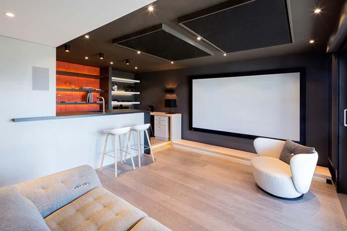 Sala de cinema residencial pequena