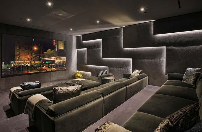 Iluminação lateral na sala de cinema