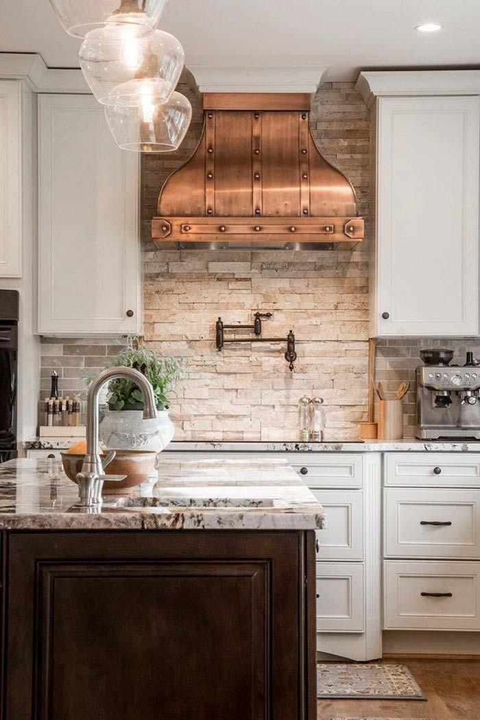 Coifa de cobre na cozinha rústica