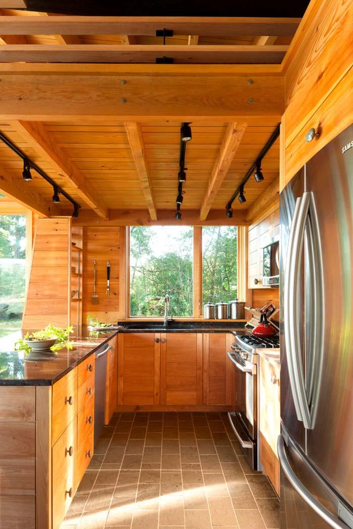 Cozinha rústica com aço inox