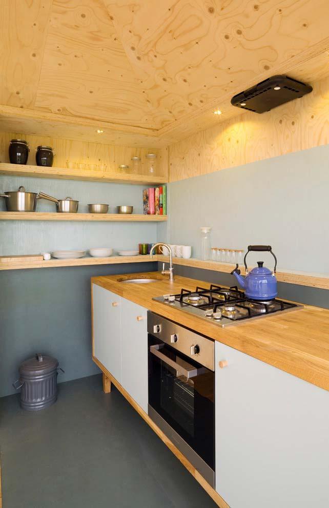 Azul claro na cozinha rústica