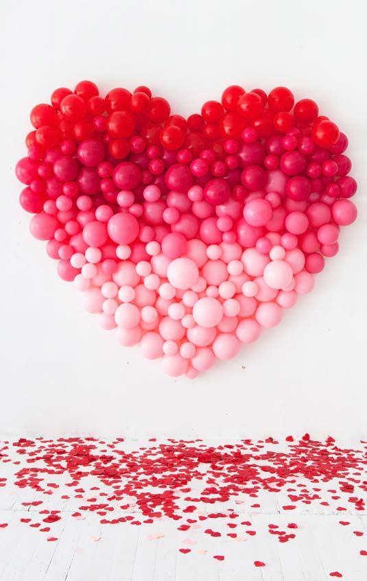 coração de balões com quatro cores