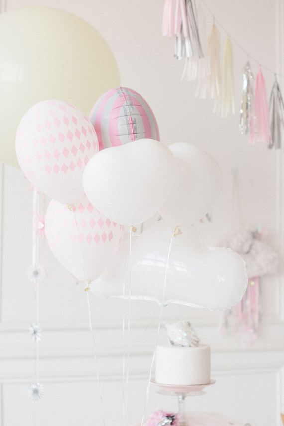 A decoração com balões deixou a festa com ar romântico