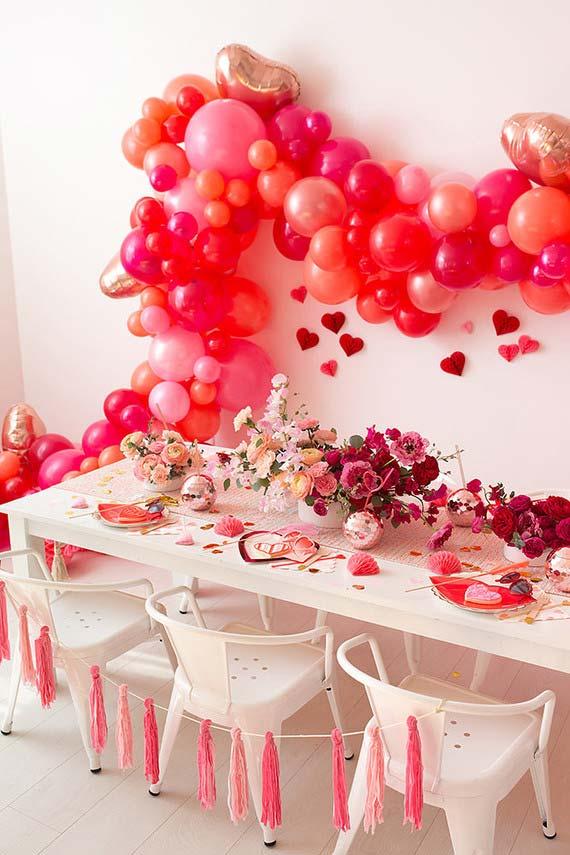Cordão de balões em tons de rosa