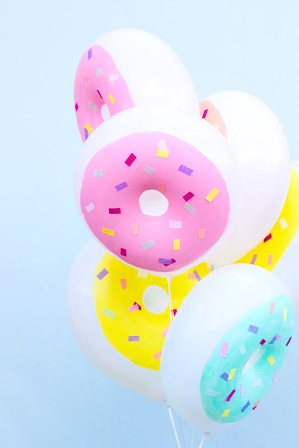 Festa divertida: balões em formato de rosquinhas