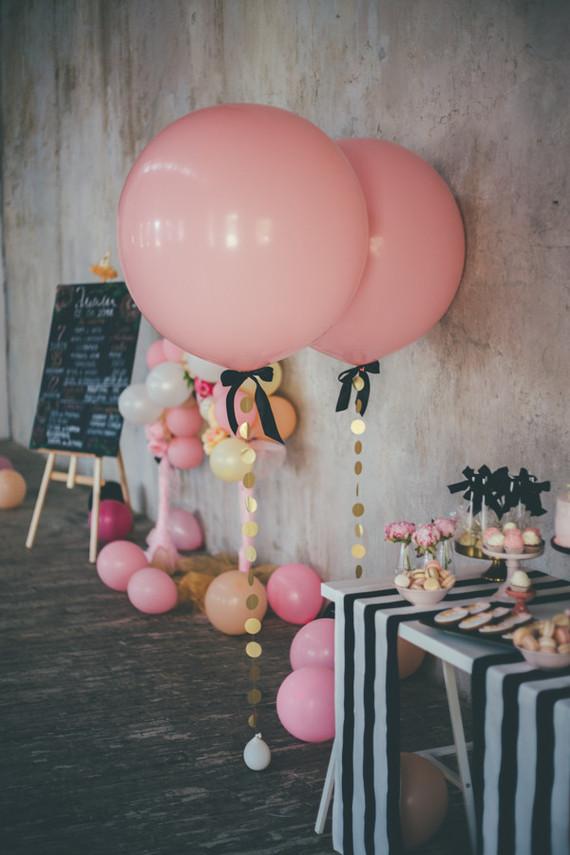 Decoração romântica com balões