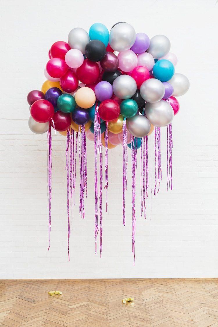 Nuvem de balões coloridos