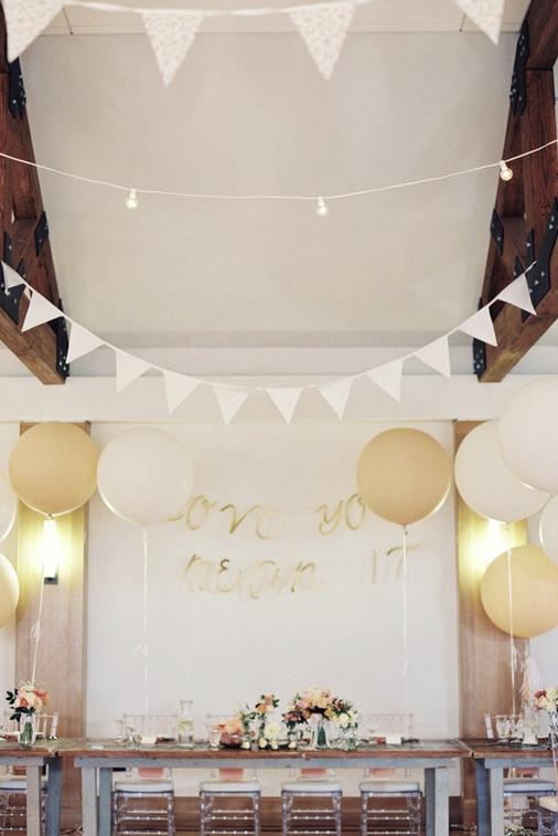 Balões esféricos gigantes para decorar a mesa dos convidados