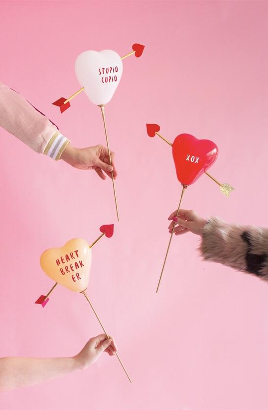 balão com o coração flechado