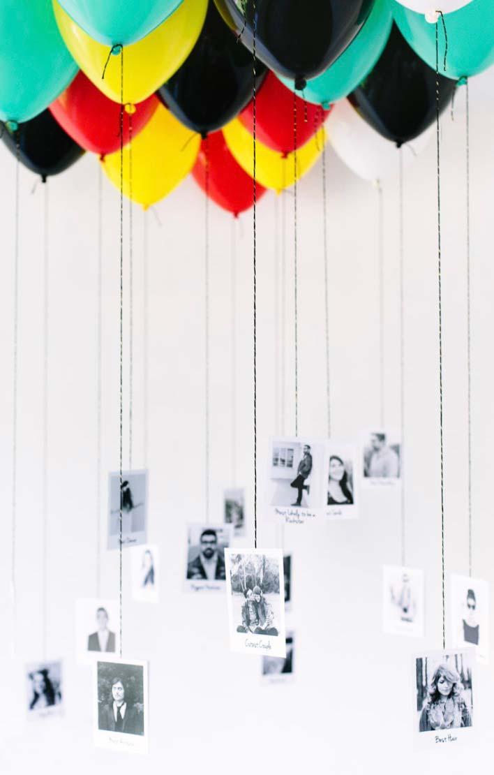 Balões suspensos no teto