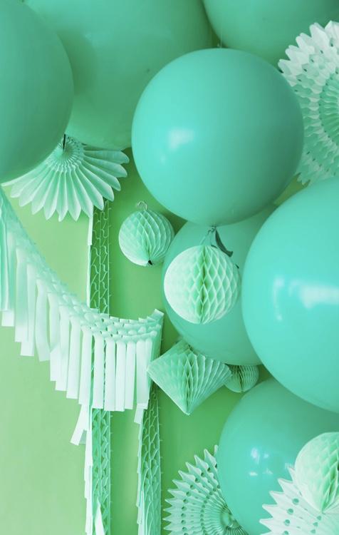Decoração com balões monocromáticos