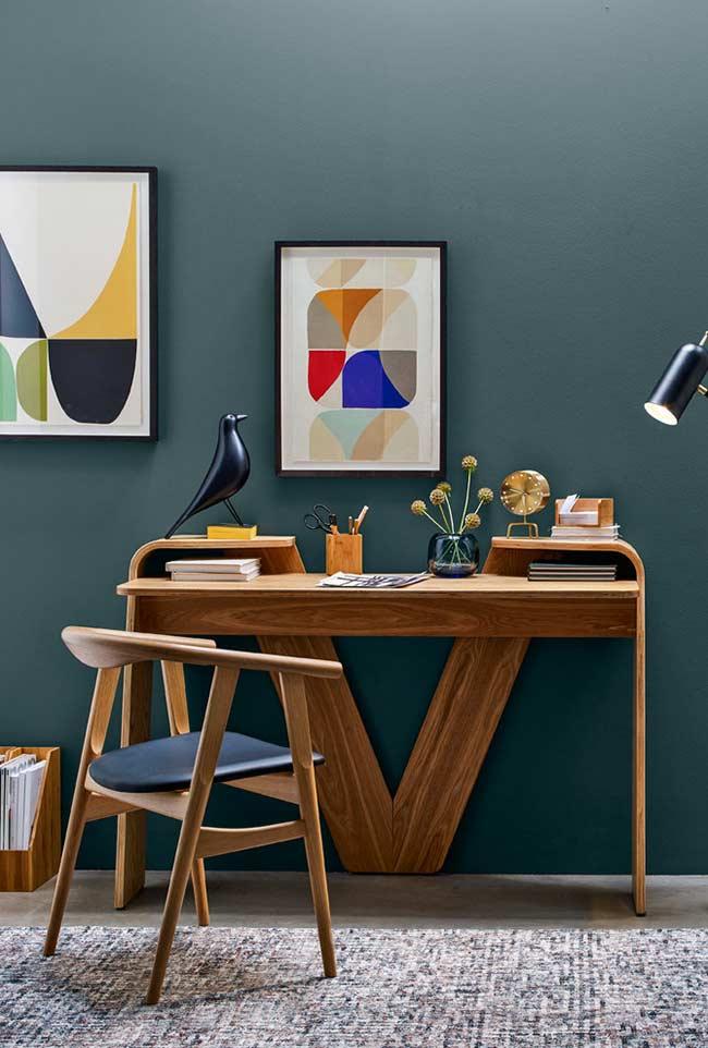 Escrivaninha em madeira com 3 apoios
