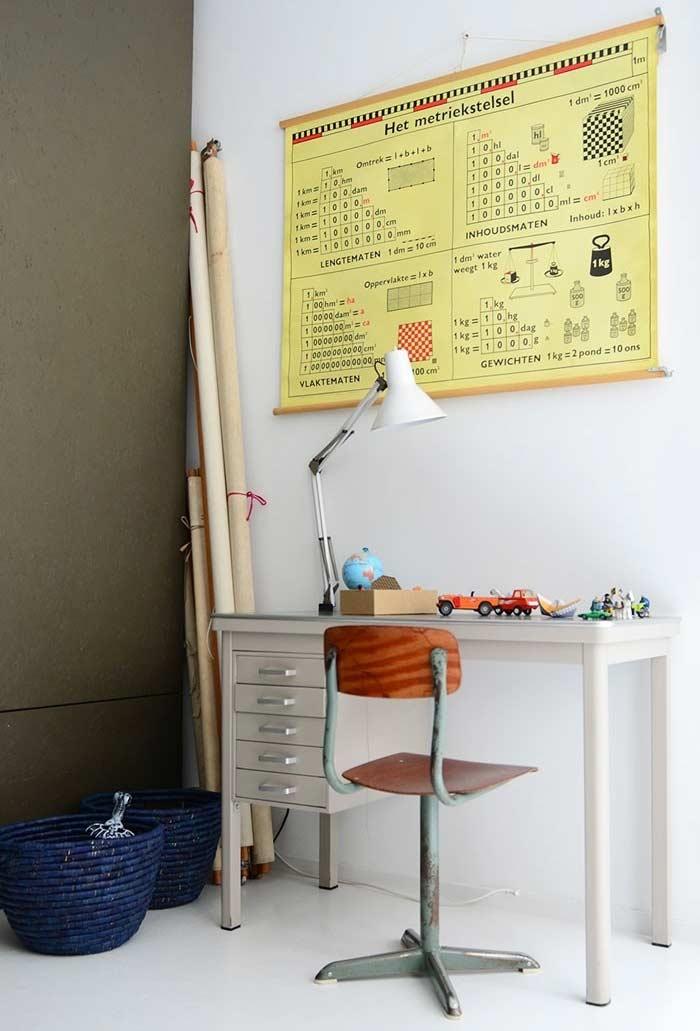 Escrivaninha em quatro apoios