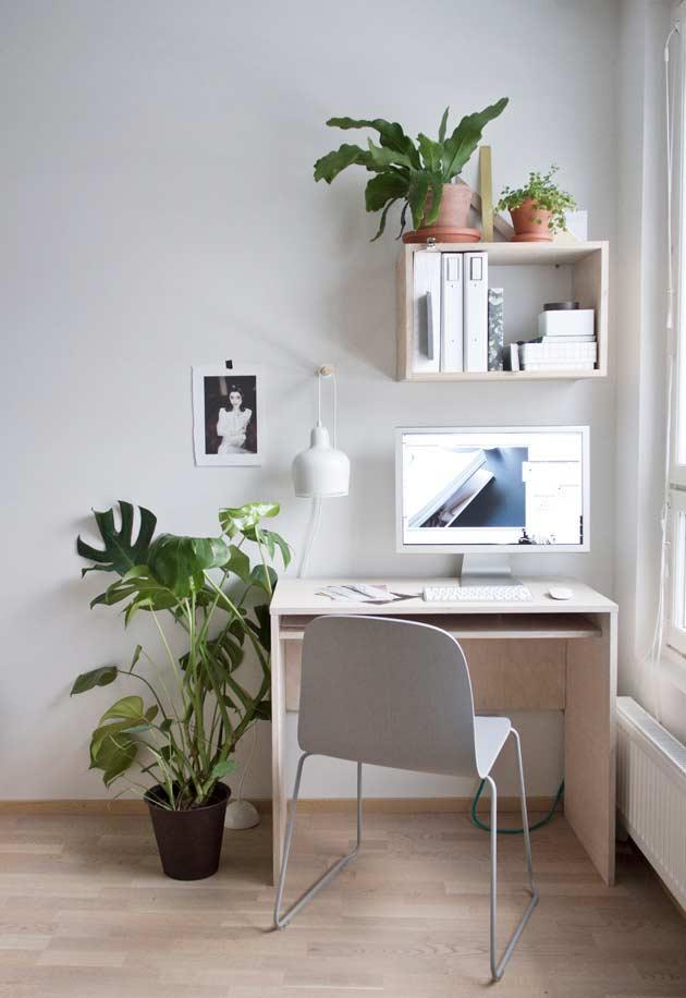 Escrivaninha para computador no estilo simples