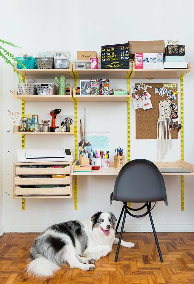 Escrivaninha na parede