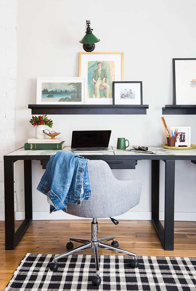 Escrivaninha em linha longa