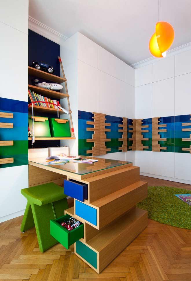 Escrivaninha criativa para as crianças estudarem