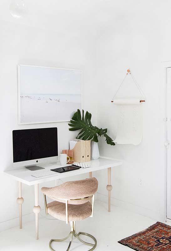 Escrivaninha simples com tampo branco