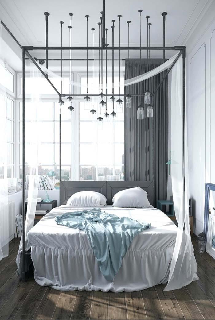 Muitos pendentes sobre a cama