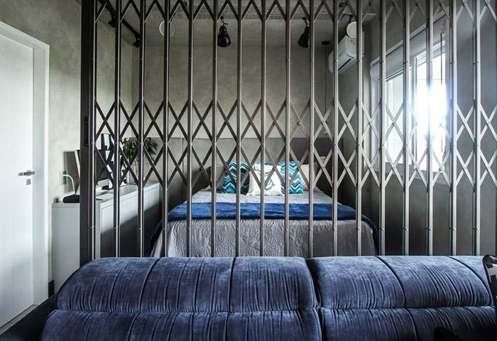 Portão de grade para separar o quarto da sala