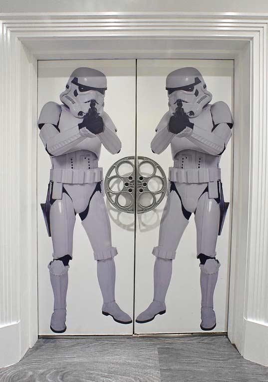 Porta da sala no estilo Stormtroopers