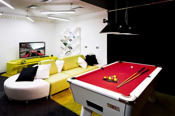 Dois ambientes numa sala de jogos