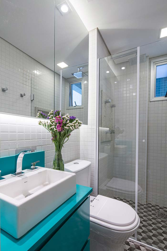 #474711 Banheiros Pequenos Decorados 100 Ideias Fotos & Projetos 700x1050 px Banheiro Simples Todo Branco 2018 3801
