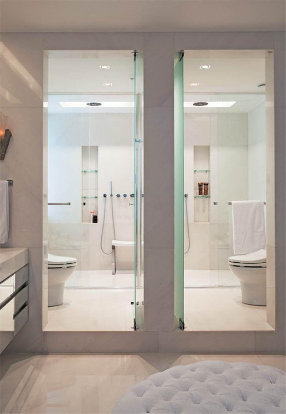 Porta de vidro para conduzir à área do banho
