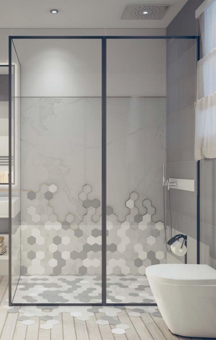Área de banho marcada por revestimento que parece escorrer pelo chão