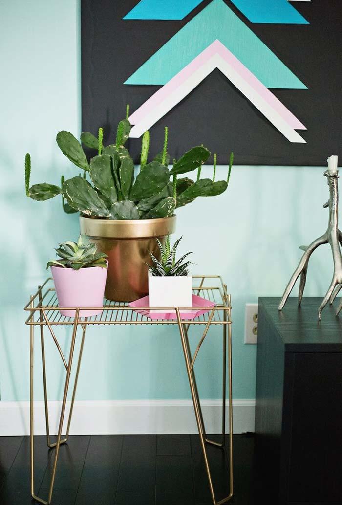 Mais uma mesinha especial para colocar as plantinhas mais amadas da casa