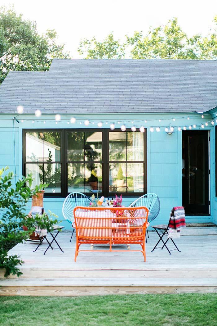 Casa de madeira azul celeste