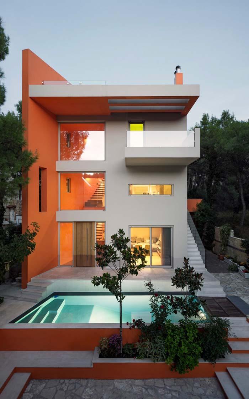 Divisão visual: laranja de um lado, branco do outro