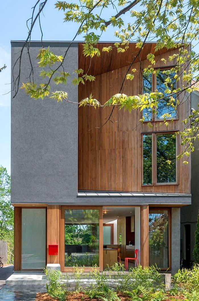 Cinza em contraste com a madeira: rústico e moderno se harmonizam