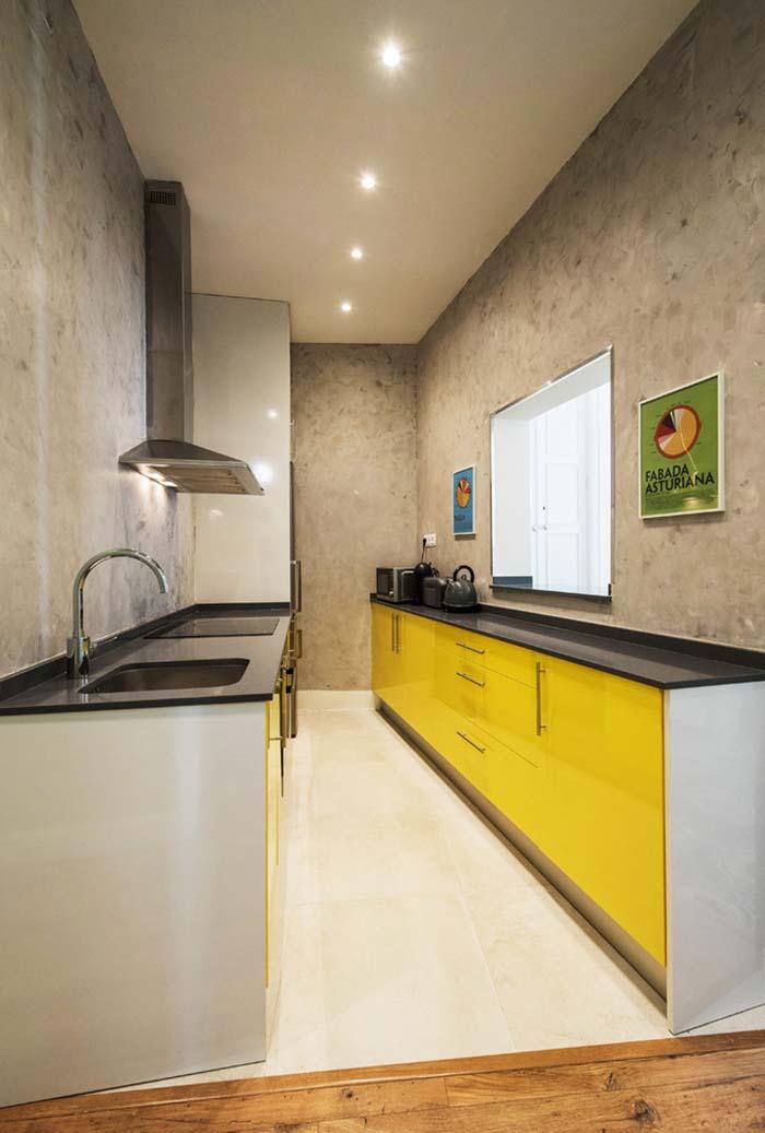 Em outro exemplo de cozinha num estilo mais moderno e urbano
