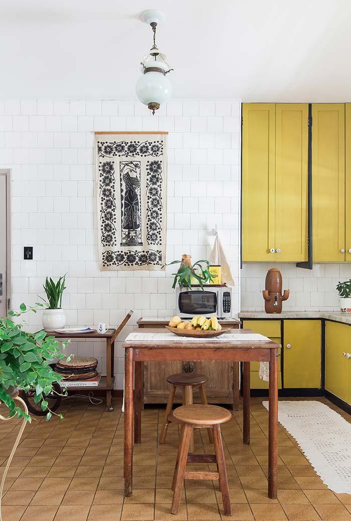 Amarelo mostarda para uma cozinha com clima rústico
