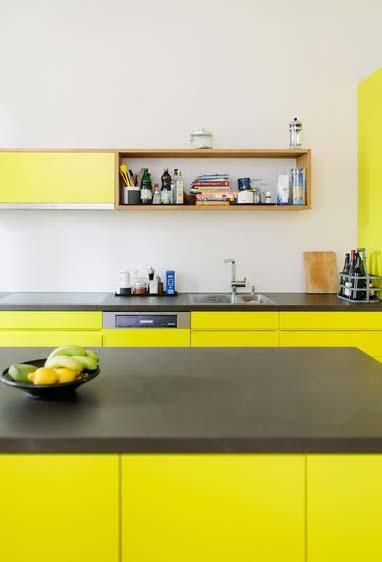 Cozinha com amarelo cítrico