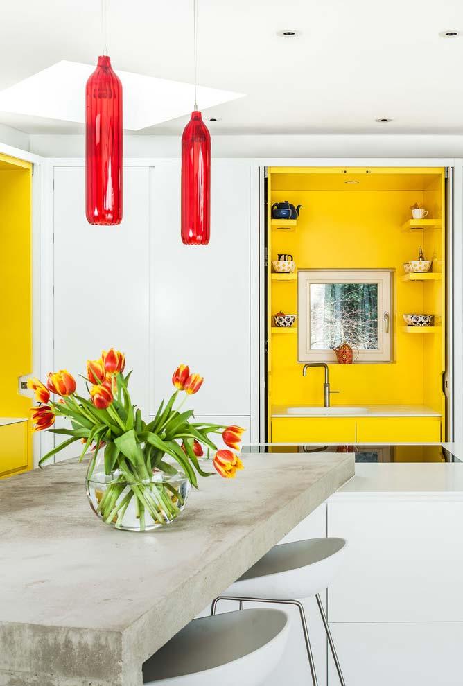 Amarelo em espaços delimitados