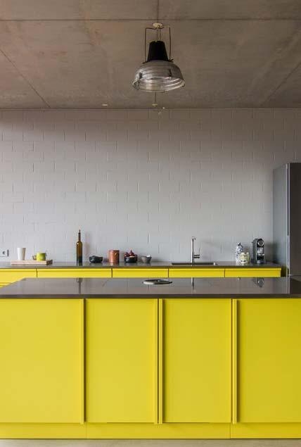 Outra ideia para cozinha amarela e cinza