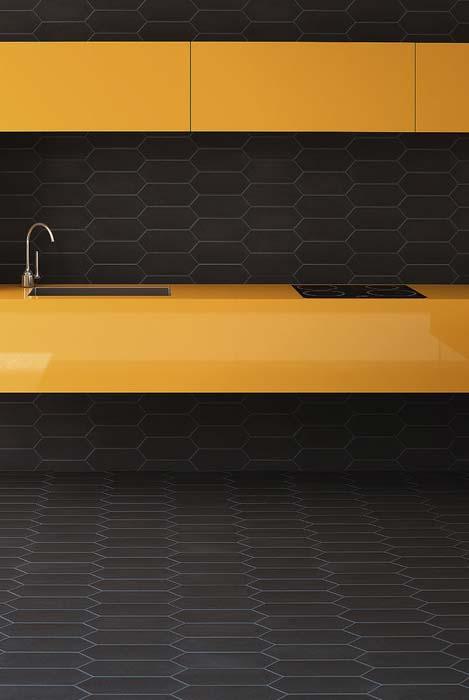 Cozinha em preto e amarelo minimalista