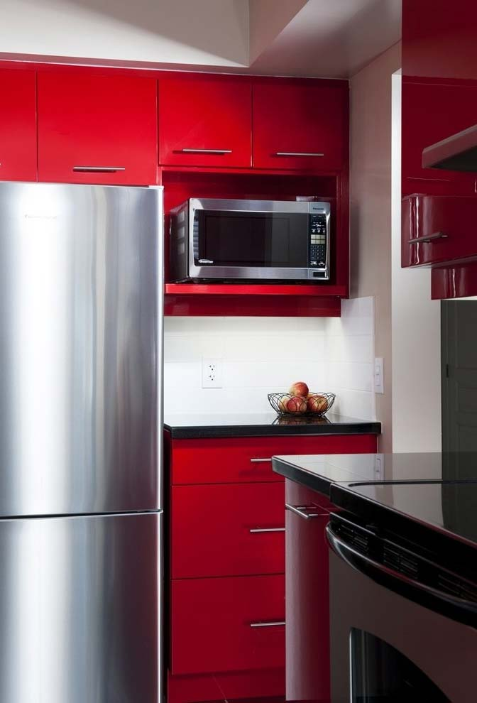 Todos os armários da cozinha em vermelho