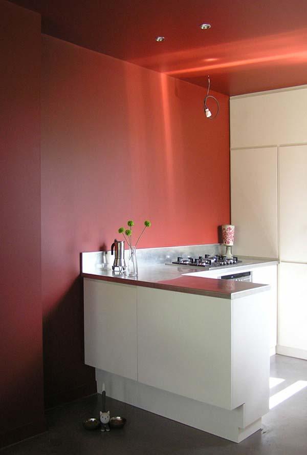 Cozinha minimalista em branco e cinza