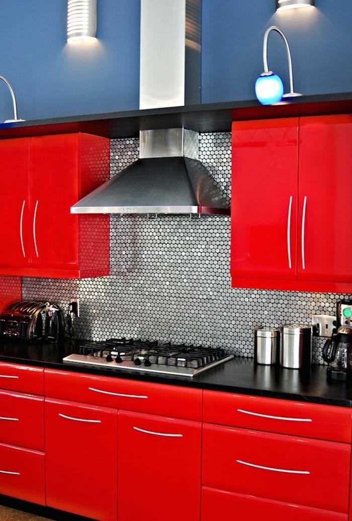 Cozinha vermelha, cinza e preto