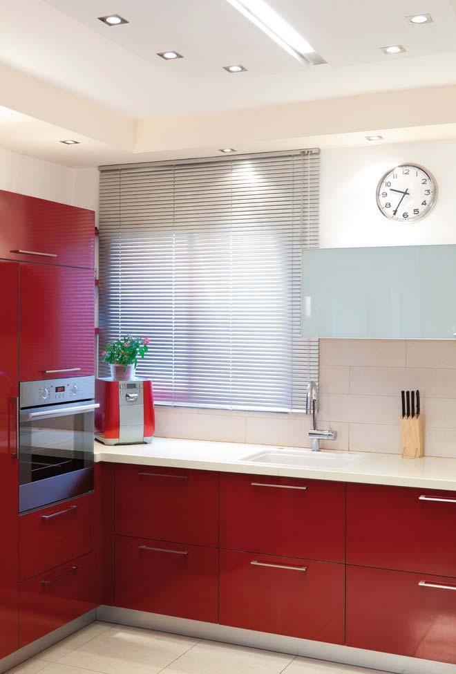 Cozinha vermelha e bege