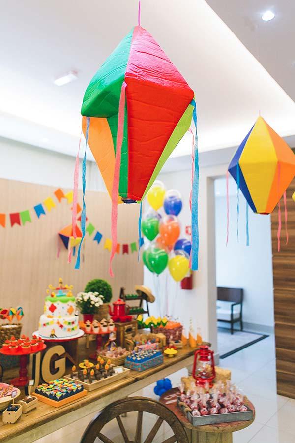 Balões, bexigas e bandeirinhas