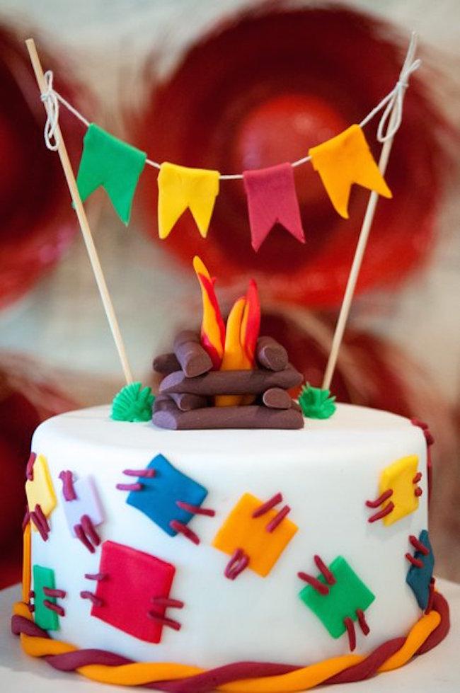 Fogueirinha para decorar o bolo feito em pasta americana