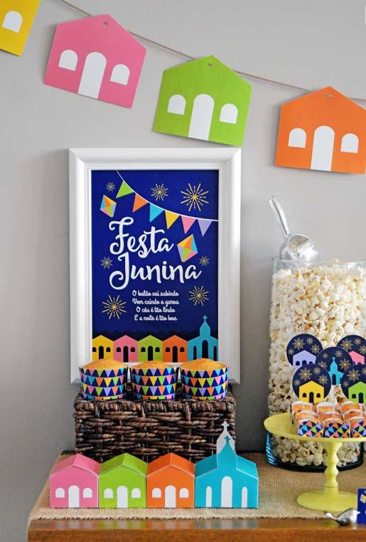 Decoração de festa junina: igrejinhas coloridas