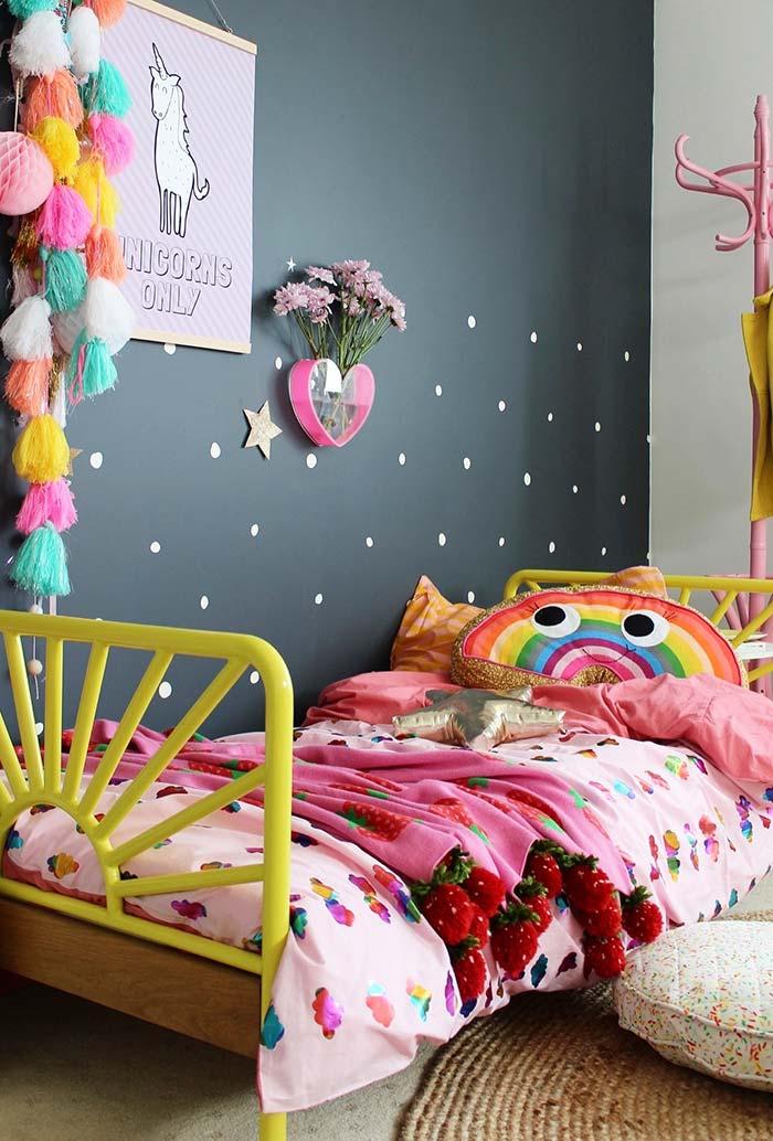 Cores vibrantes na decoração de quarto infantil