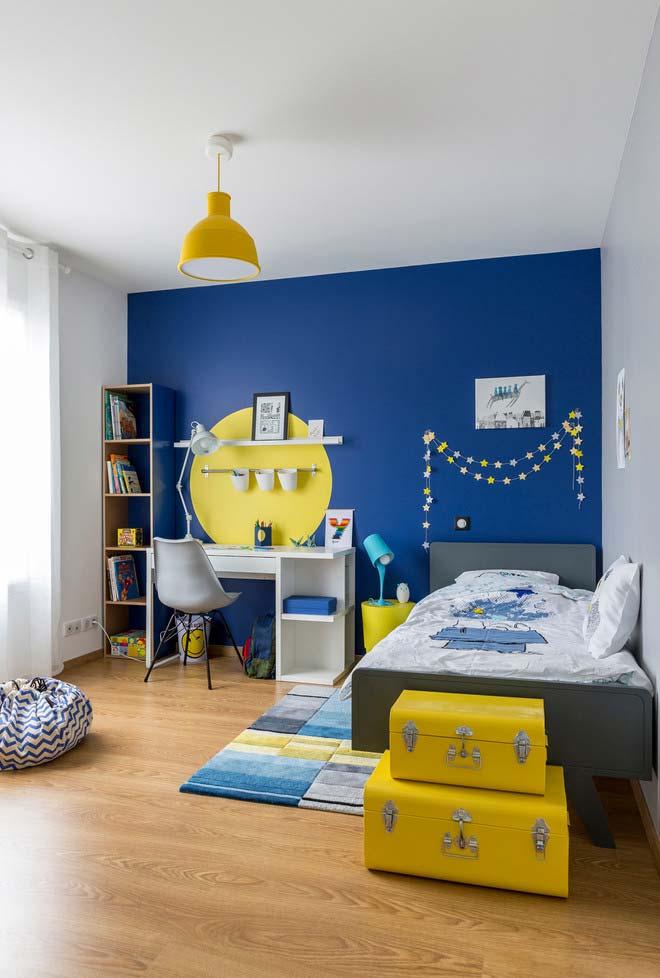 Duas cores primárias na decoração de quarto infantil