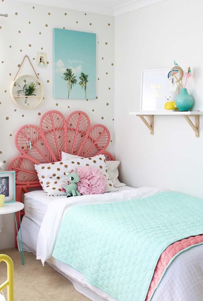 Prateleirinhas e nichos para otimizar espaço em quartos pequenos